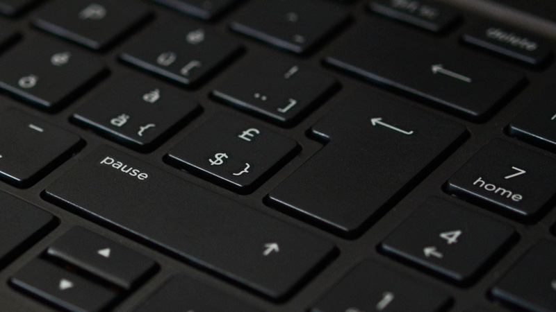 image d'un clavier d'ordinateur avec la touche entrée en évidence